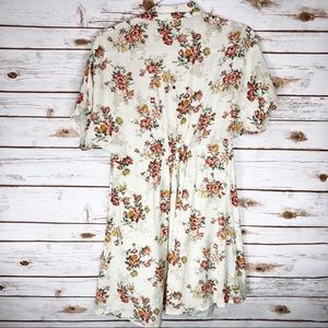 Forever 21 Dresses - Forever 21 Cream Floral Dress
